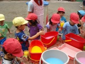 色水遊び。