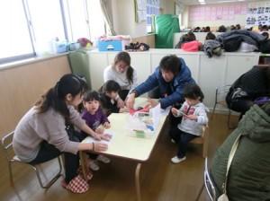 ふじ組:凧作りをしました。