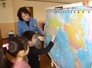 世界地図を見ながら、ここかな?