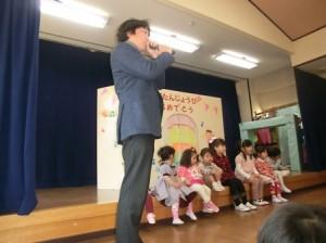 大事なお話を子どもたちも真剣に聴いていました。