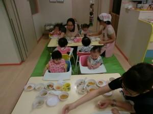 つぼみぐみ(0歳児)の室内遊び