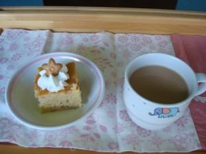 苺のケーキとミルクティー