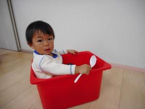 おもちゃ箱にすっぽり♪